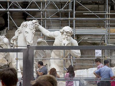 Fontana di Trevi mit neuem Blick